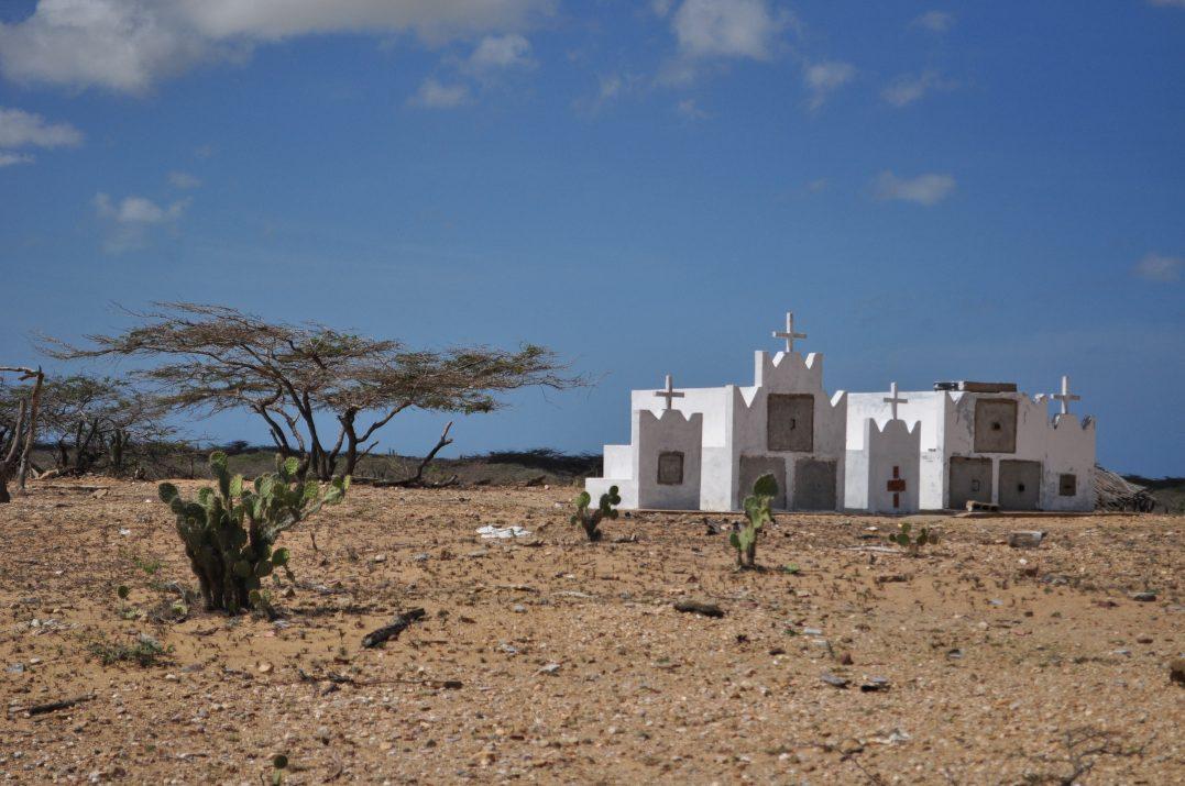 Cmentarz Indian Wayuu na półwyspie Guajira w Kolumbii