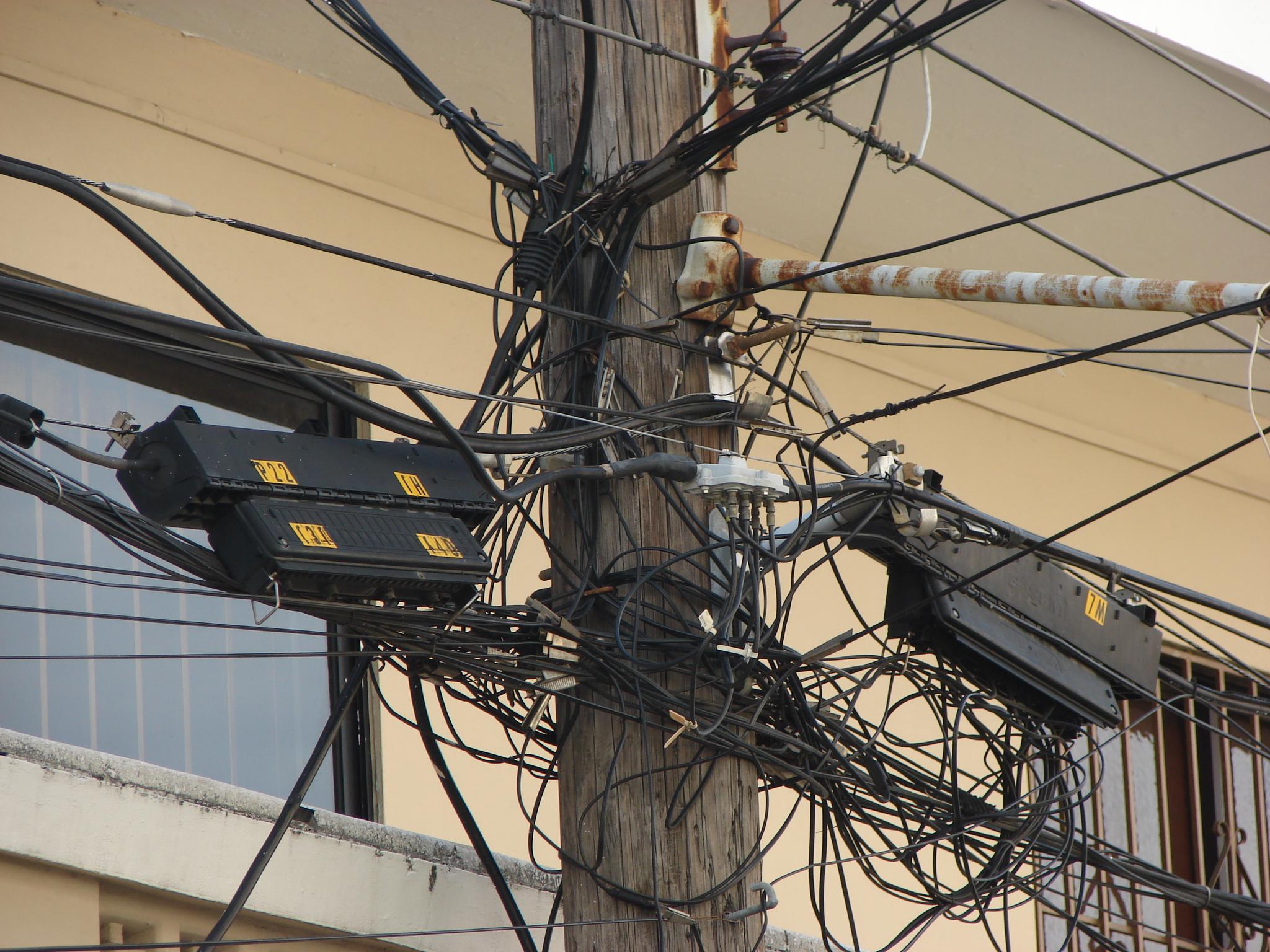 Kable splątane w Santo Domingo w Dominikanie