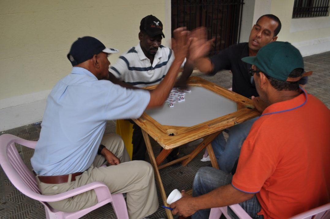 Panowie grają w domino w Santo Domingo, Dominikana
