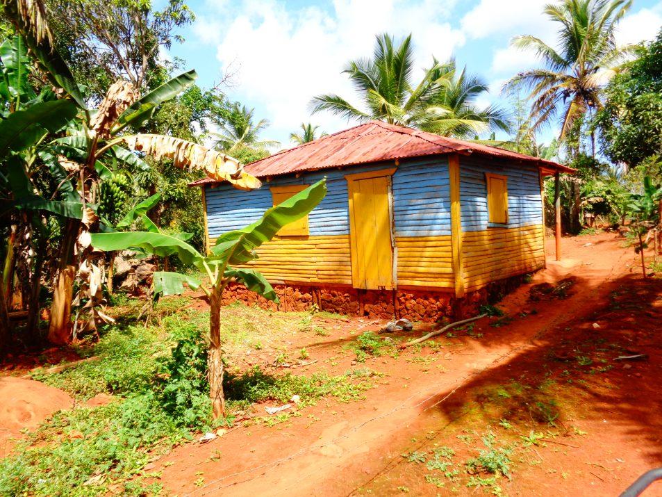 Wiejski dominikański domek w okolicach Las Galeras na Półwyspie Samana