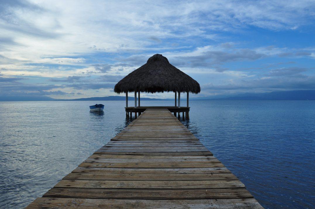 Palmar de Ocoa, Dominikana. Pomost wbiegający w wody Bahía de Ocoa