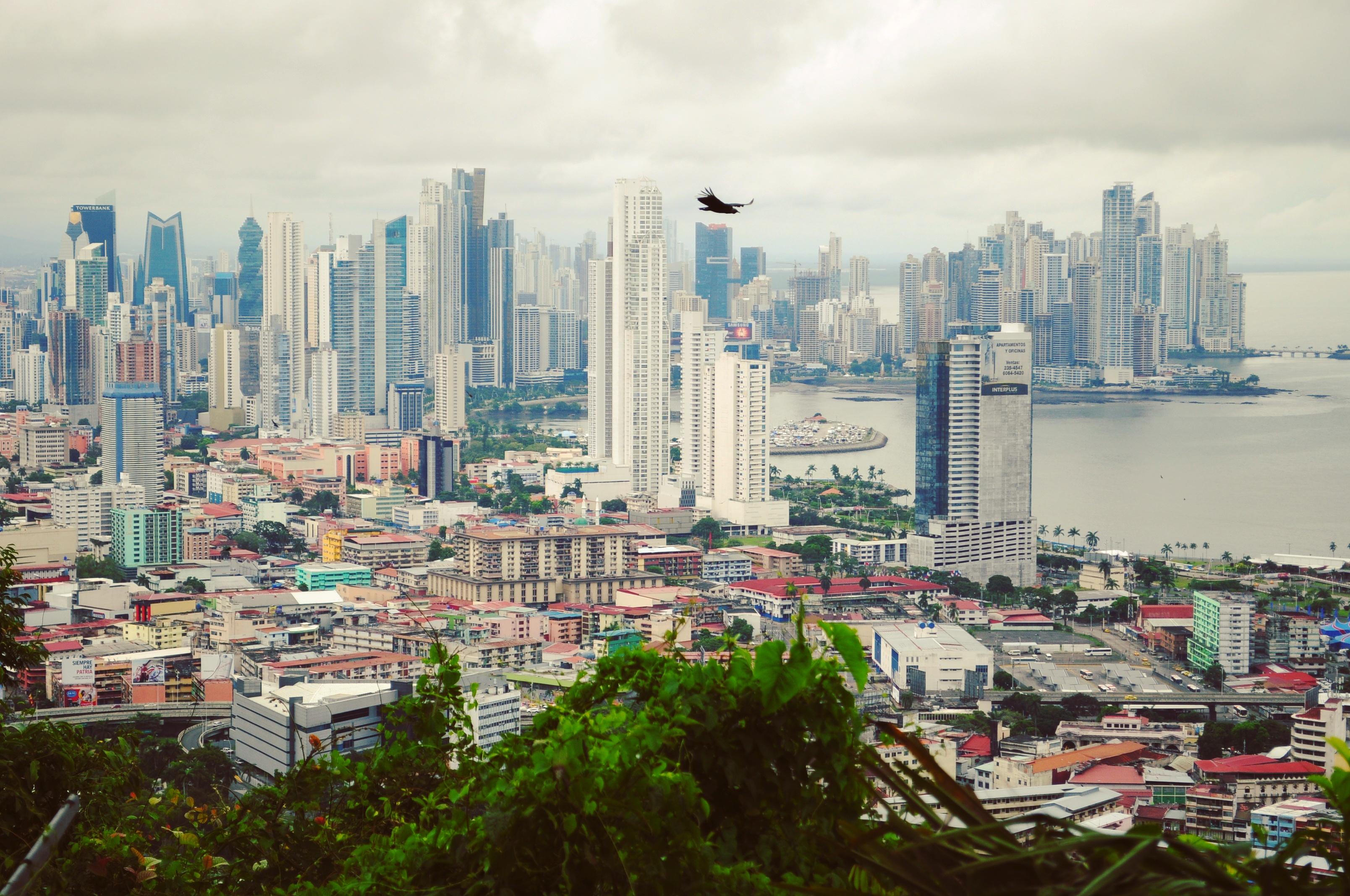 Widok z Cerro Ancón (góra w mieście) na Ciudad de Panamá