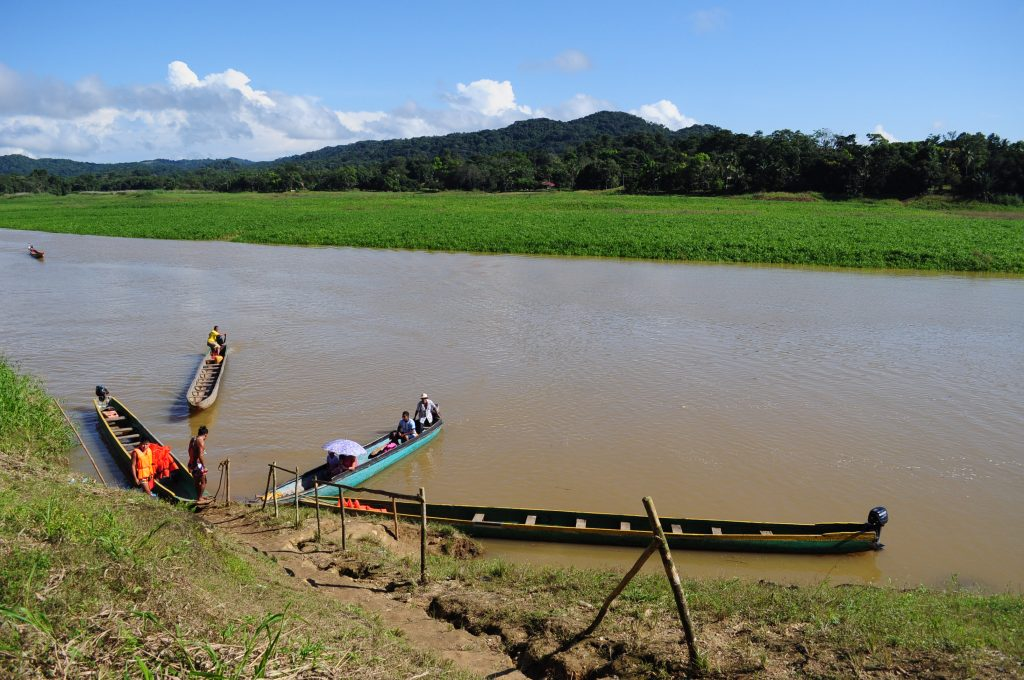 Port Corotú, przystań dla kanu, rzeka Chagres, Panama.