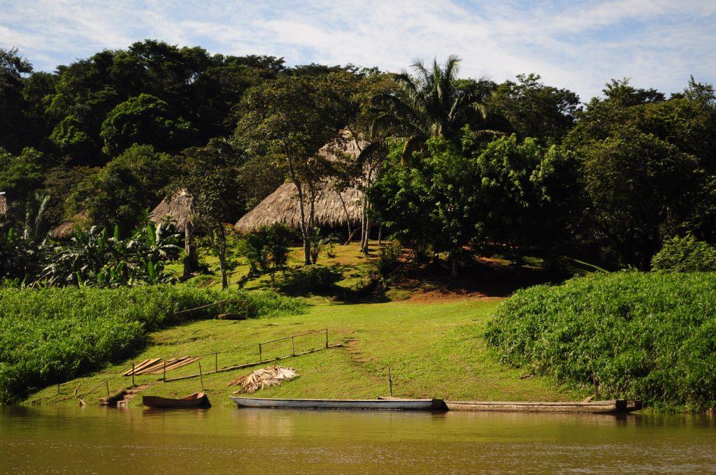 Wioska Emberá, rzeka Chagres, Panama.