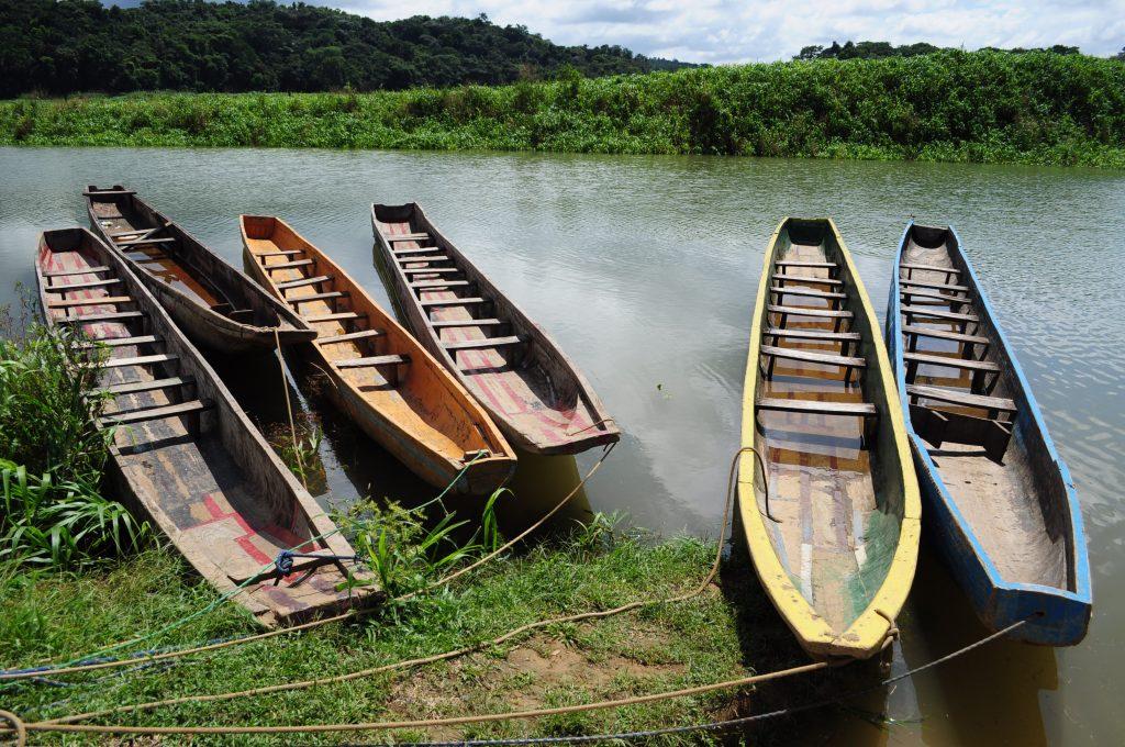 Wioska Emberá, przystań dla kanu, rzeka Chagres, Panama.