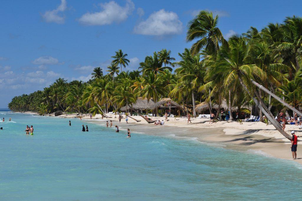 Plaża na wyspie Saona, Morze Karaibskie.