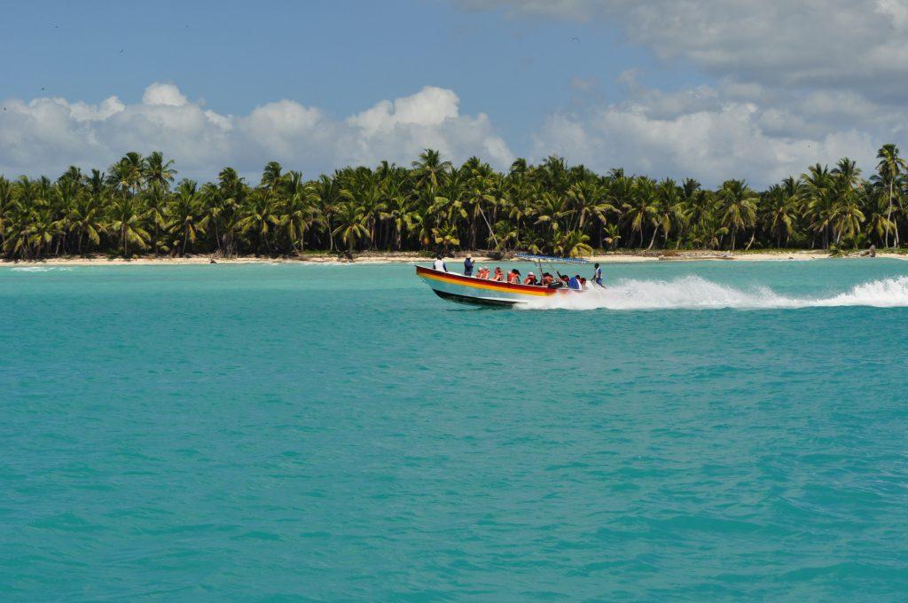 Szybka łódź, lancha rapida, wyspa Saona, Morze Karaibskie.