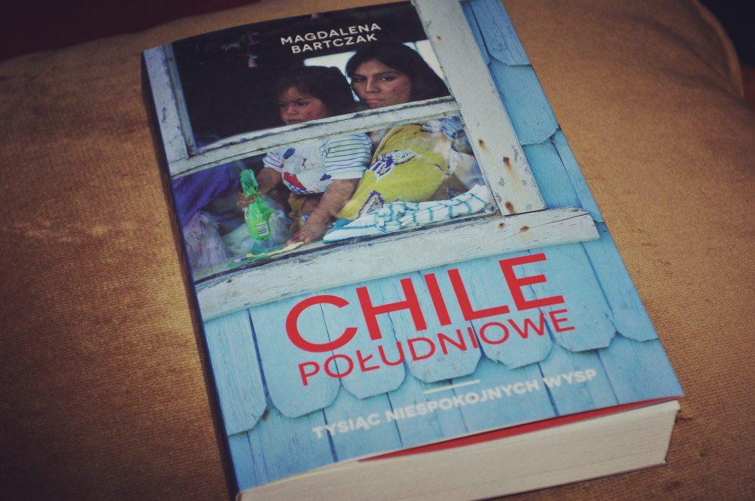 """Sur czyli Południe. Okładka książki """"Chile Południowe. Tysiąc niespokojnych wysp"""", autorka - Magdalena Bartczak"""