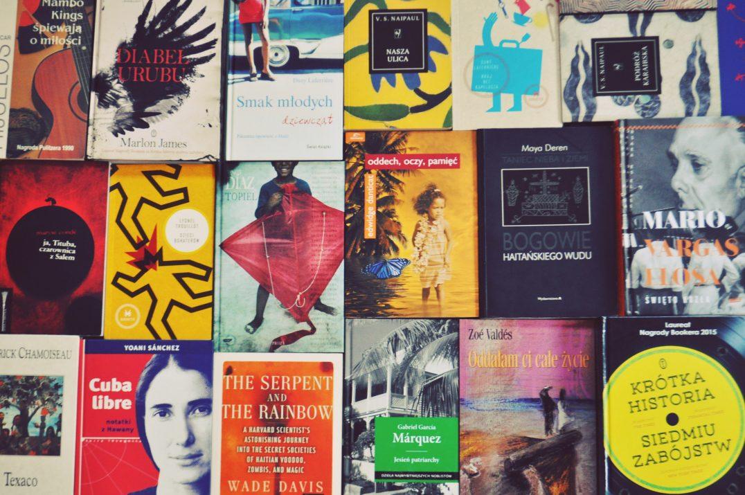 Czytelnia Południowa, książki, powieści, opracowania z Karaibów, fragment domowej biblioteki